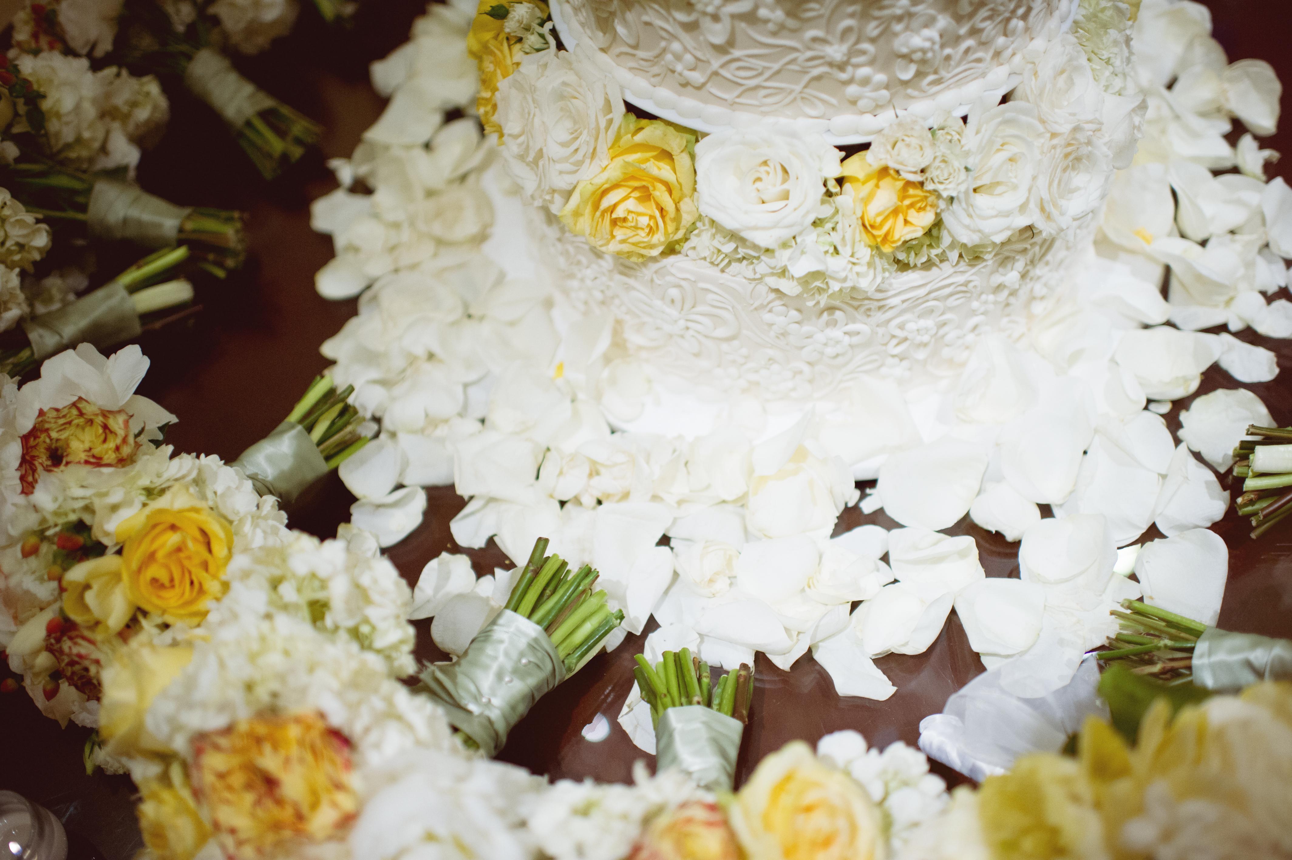 Cakes, Real Weddings, Wedding Style, yellow, Classic Wedding Cakes, Floral Wedding Cakes, Round Wedding Cakes, Wedding Cakes, Southern Real Weddings, Summer Weddings, Summer Real Weddings, Southern weddings