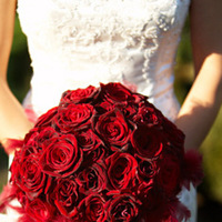 Flowers & Decor, Real Weddings, Wedding Style, red, Bride Bouquets, West Coast Real Weddings, Glam Real Weddings, Glam Weddings, Glam Wedding Flowers & Decor