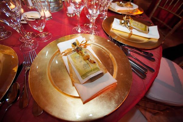 Flowers & Decor, Real Weddings, Wedding Style, gold, Place Settings, Fall Weddings, Modern Real Weddings, City Real Weddings, Fall Real Weddings, City Weddings, Modern Weddings