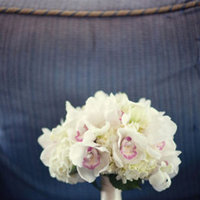 Flowers & Decor, Real Weddings, Wedding Style, white, Bride Bouquets, Spring Weddings, West Coast Real Weddings, Garden Real Weddings, Spring Real Weddings, Garden Weddings