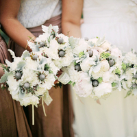 Flowers & Decor, Real Weddings, Wedding Style, white, pink, Bride Bouquets, Bridesmaid Bouquets, Eco-Friendly, Eco-Friendly Real Weddings, Eco-Friendly Weddings, Romantic, Grey, Bouquets, Bridesmaids bouquets, Airy, Romantic Real Weddings, Romantic Weddings