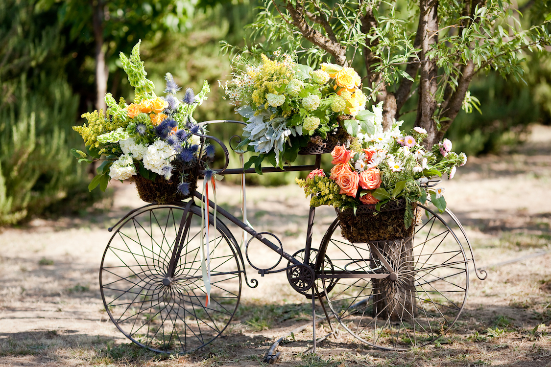 Flowers & Decor, Real Weddings, Outdoor, Spring Weddings, Summer Weddings, West Coast Real Weddings, Spring Real Weddings, Summer Real Weddings, Casual, Farm wedding, West Coast Weddings, Organic Real Weddings, Organic weddings, Farm Real Weddings