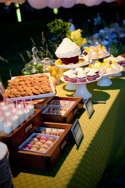 Real Weddings, Wedding Cakes, Cupcakes, Outdoor, Spring Weddings, Summer Weddings, West Coast Real Weddings, Spring Real Weddings, Summer Real Weddings, Casual, Dessert table, Farm wedding, West Coast Weddings, Organic Real Weddings, Organic weddings, Farm Real Weddings
