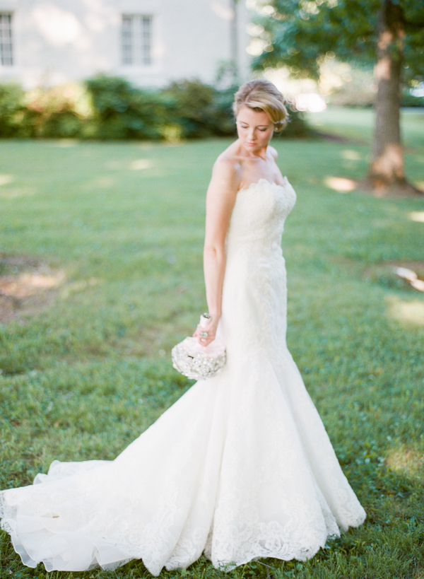 Fashion, Real Weddings, Wedding Style, Southern Real Weddings, Summer Weddings, Classic Real Weddings, Summer Real Weddings, Vineyard Real Weddings, Classic Weddings, Vineyard Weddings, Lace Wedding Gowns