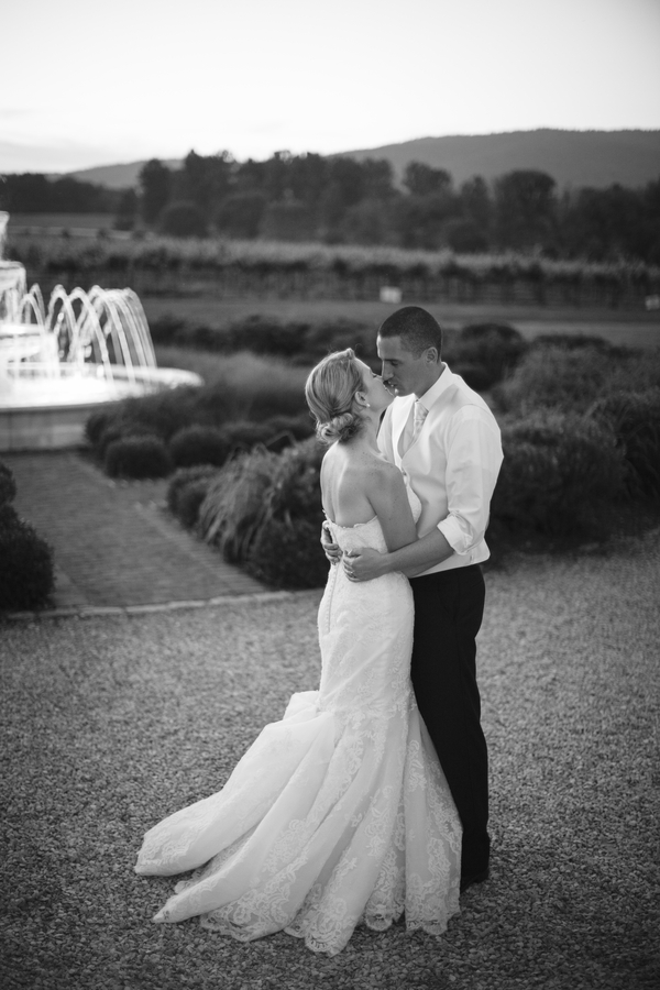 Real Weddings, Wedding Style, Southern Real Weddings, Summer Weddings, Classic Real Weddings, Summer Real Weddings, Vineyard Real Weddings, Classic Weddings, Vineyard Weddings, Portrait, Kiss