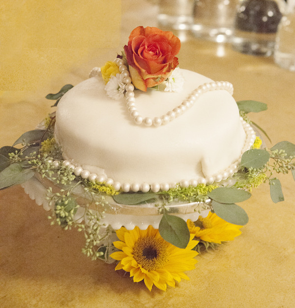 Cakes, Real Weddings, Wedding Style, Round Wedding Cakes, West Coast Real Weddings, Eco-Friendly Real Weddings, Vintage Real Weddings, Eco-Friendly Weddings, Vintage Weddings, West Coast Weddings, DIY Real Weddings, DIY Weddings, Artsy Real Weddings, Artsy Wedding