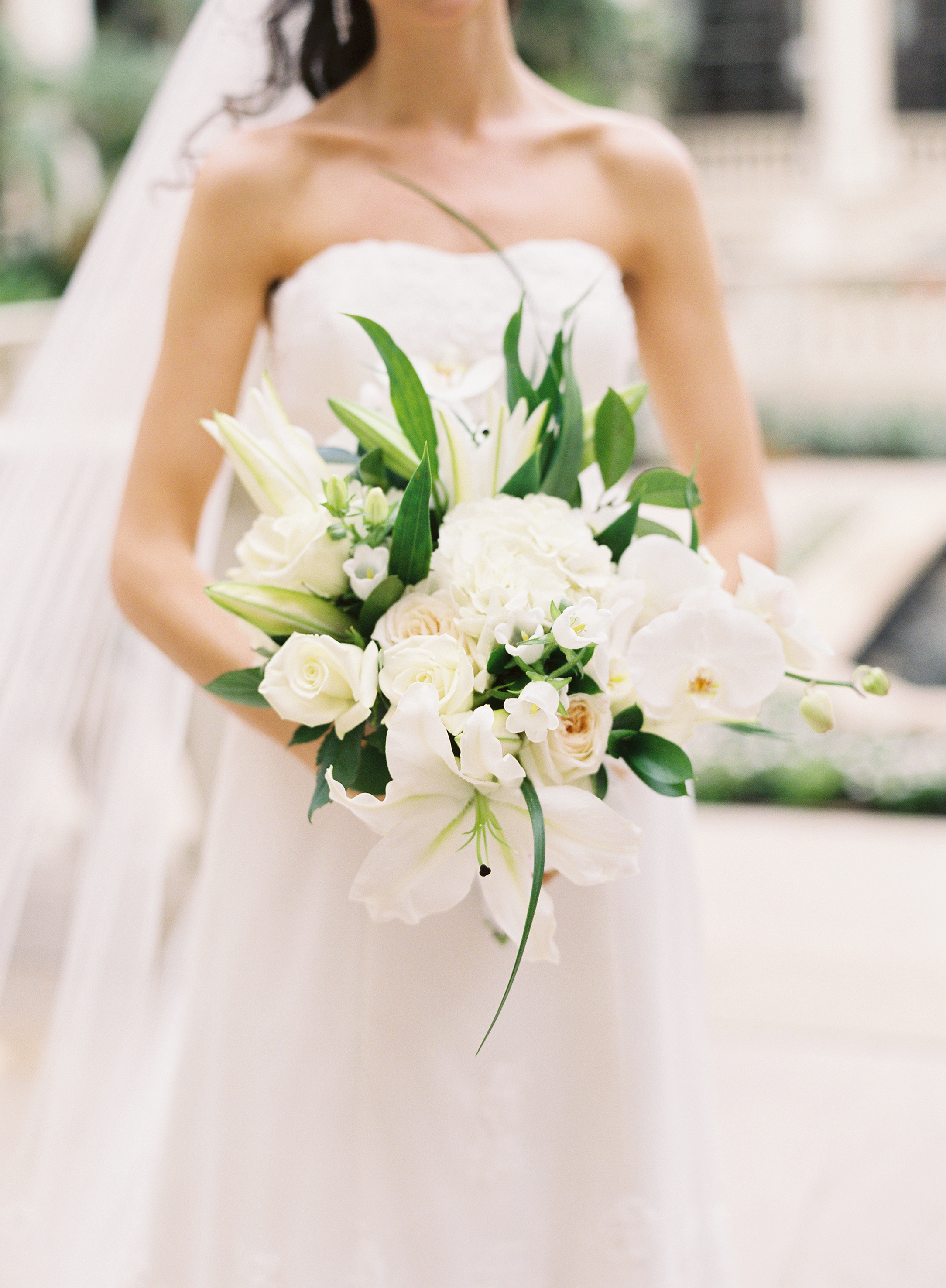 Flowers & Decor, Real Weddings, Wedding Style, white, Bride Bouquets, Classic, Classic Weddings, Classic Wedding Flowers & Decor, Roses, Elegant, Florida, Lillies, Bridal Bouquets