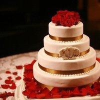 Cakes, Real Weddings, Wedding Style, Classic Wedding Cakes, Wedding Cakes, Winter Weddings, Midwest Real Weddings, Winter Real Weddings