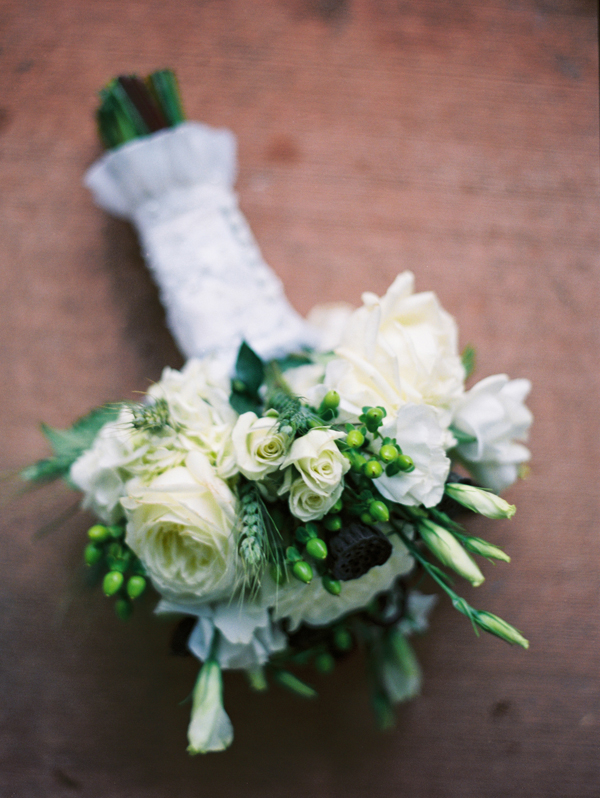 Flowers & Decor, Real Weddings, ivory, green, Bride Bouquets, Rustic, Summer Weddings, Winter Weddings, Classic Weddings, Vineyard Weddings, Classic Wedding Flowers & Decor, Garden Wedding Flowers & Decor, Summer Wedding Flowers & Decor, Winter Wedding Flowers & Decor, Roses, Elegant, bridal bouquet, Sophisticated