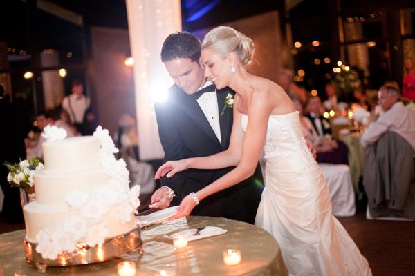 Reception, Real Weddings, Elegant, Sophisticated, cutting the cake, Wisconsin Real Weddings, wisconsin weddings