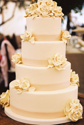 Cakes, Real Weddings, Wedding Style, white, Classic Wedding Cakes, Floral Wedding Cakes, Wedding Cakes, West Coast Real Weddings, Classic Real Weddings, Vineyard Real Weddings, Classic Weddings, Vineyard Weddings