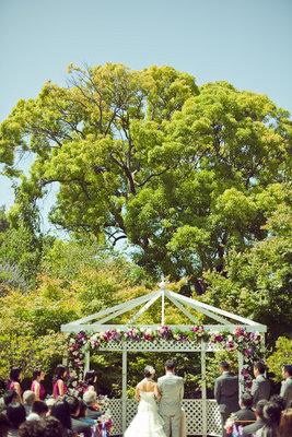 Flowers & Decor, Real Weddings, Wedding Style, Modern Real Weddings, Summer Weddings, West Coast Real Weddings, Summer Real Weddings, Modern Weddings, Modern Wedding Flowers & Decor, altars