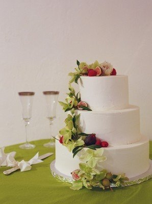white, green, Rustic Real Weddings, West Coast Real Weddings, Rustic Weddings, rustic wedding cakes