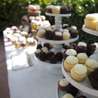 Cakes, Real Weddings, Wedding Style, Other Wedding Desserts, Cupcakes, Fall Weddings, Rustic Real Weddings, West Coast Real Weddings, Fall Real Weddings, Rustic Weddings, dessert displays, Farm Real Weddings, farm weddings