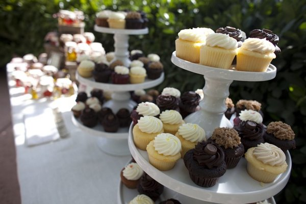 Cakes, Real Weddings, Wedding Style, Other Wedding Desserts, Cupcakes, Fall Weddings, Rustic Real Weddings, West Coast Real Weddings, Fall Real Weddings, Rustic Weddings, dessert displays, Farm Real Weddings, farm weddings