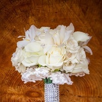 Flowers & Decor, Real Weddings, Wedding Style, white, Bride Bouquets, Fall Weddings, Fall Real Weddings, Glam Real Weddings, Glam Weddings, Classic Wedding Flowers & Decor, Glam Wedding Flowers & Decor, mid-atlantic real weddings