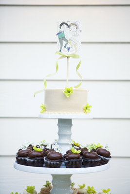 Cakes, Real Weddings, Wedding Style, Cupcakes, Spring Weddings, West Coast Real Weddings, Garden Real Weddings, Spring Real Weddings, Vintage Real Weddings, Garden Weddings, Vintage Weddings