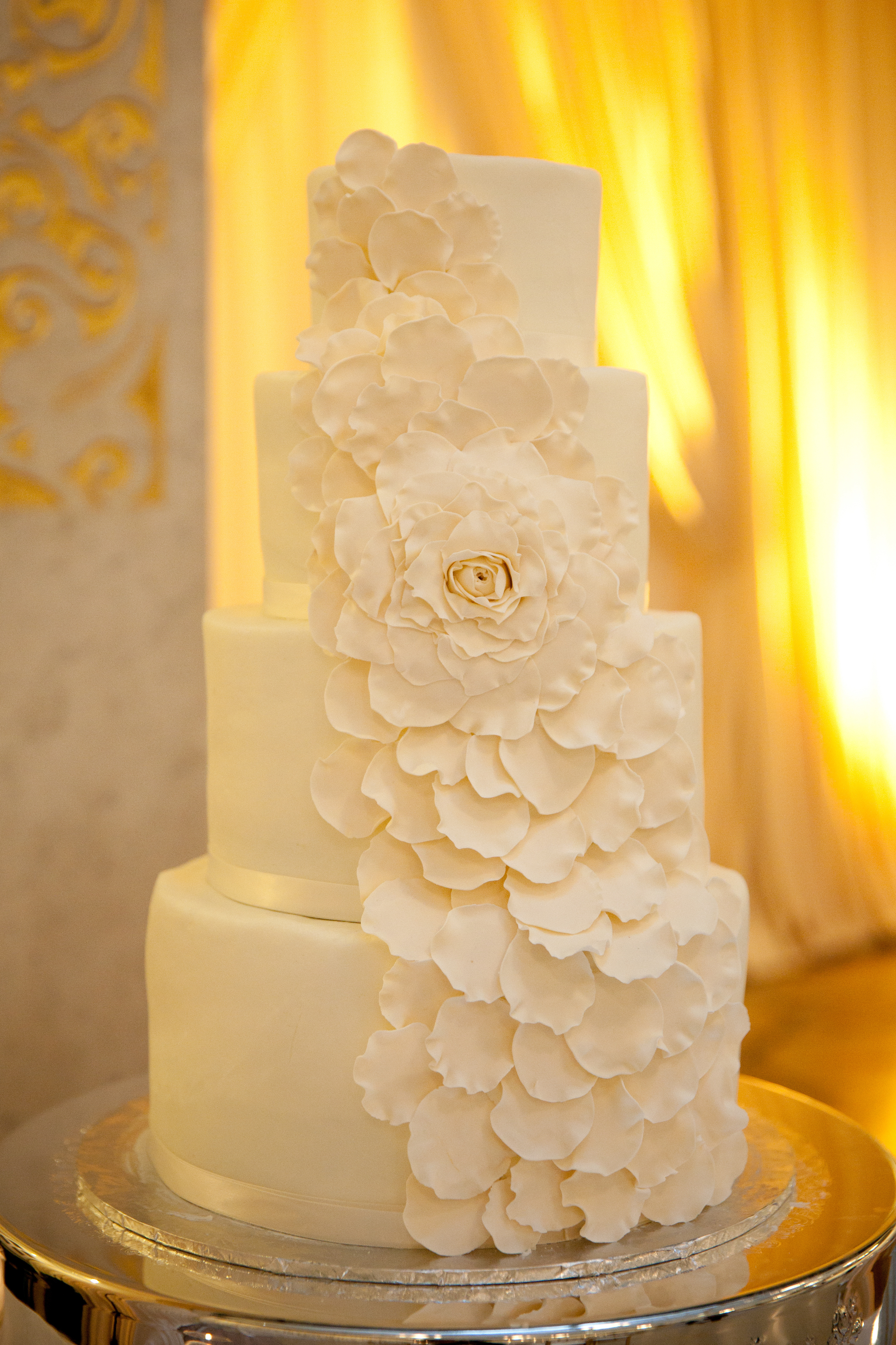 Cakes, Real Weddings, Wedding Style, Modern Wedding Cakes, Round Wedding Cakes, Wedding Cakes, Spring Weddings, City Real Weddings, Classic Real Weddings, Midwest Real Weddings, Spring Real Weddings, City Weddings
