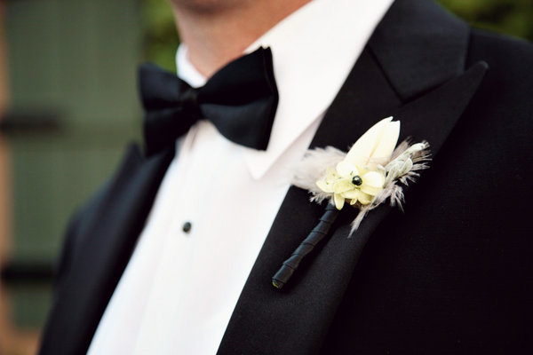 Flowers & Decor, Real Weddings, Wedding Style, white, black, Boutonnieres, West Coast Real Weddings, Classic Real Weddings, Classic Weddings, West Coast Weddings