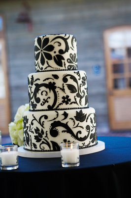 Cakes, Real Weddings, Wedding Style, black, Modern Wedding Cakes, Wedding Cakes, Modern Real Weddings, Glam Real Weddings, Glam Weddings, Modern Weddings, Damask