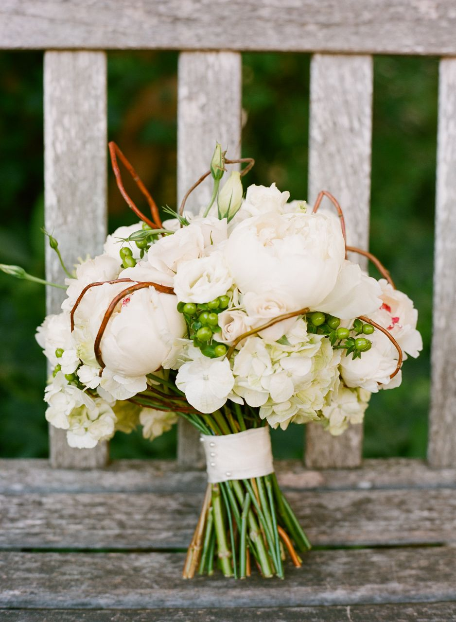 Flowers & Decor, Real Weddings, Wedding Style, white, Bride Bouquets, Southern Real Weddings, Classic Real Weddings, Summer Real Weddings, Classic Weddings, Classic Wedding Flowers & Decor, Garden Wedding Flowers & Decor, Summer Wedding Flowers & Decor