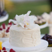 Cakes, Real Weddings, Wedding Style, white, Modern Wedding Cakes, Wedding Cakes, Modern Real Weddings, Spring Weddings, West Coast Real Weddings, Spring Real Weddings, Modern Weddings