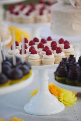 Cakes, Real Weddings, Wedding Style, Cupcakes, Modern Real Weddings, Spring Weddings, West Coast Real Weddings, Spring Real Weddings, Modern Weddings