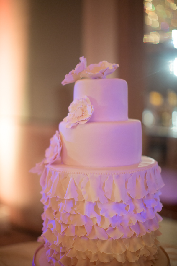 Cakes, Destinations, Real Weddings, Wedding Style, Destination Weddings, Modern Wedding Cakes, Round Wedding Cakes, Wedding Cakes, Classic Real Weddings, Summer Real Weddings, Classic Weddings, Romantic Real Weddings, Romantic Weddings