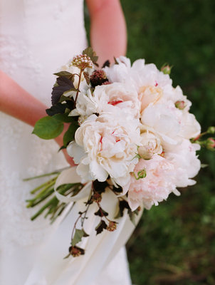 Flowers & Decor, Wedding Style, ivory, Bride Bouquets, Fall Weddings, West Coast Real Weddings, Classic Real Weddings, Fall Real Weddings, Classic Weddings, Classic Wedding Flowers & Decor, West Coast Weddings