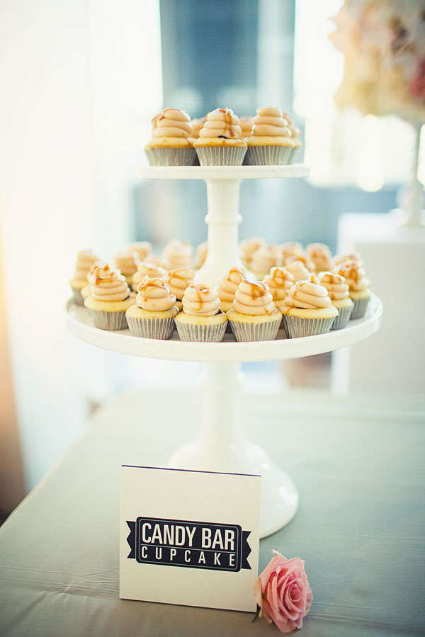 Cakes, Real Weddings, brown, Cupcakes, Modern Real Weddings, West Coast Real Weddings, Modern Weddings