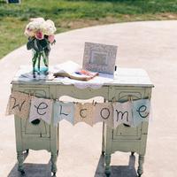 Real Weddings, Wedding Style, preppy real weddings, preppy weddings, Southern Real Weddings, Summer Real Weddings, Summer Weddings, Flowers & Decor, Vintage Wedding Flowers & Decor, Pastel, Ceremony Flowers