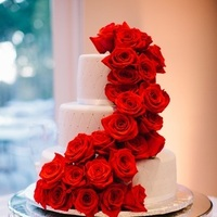 Cakes, Real Weddings, Wedding Style, red, Round Wedding Cakes, Wedding Cakes, Fall Weddings, West Coast Real Weddings, Fall Real Weddings, Crimson, West Coast Weddings, Romantic Real Weddings, Glamorous Real Weddings, Glamorous Weddings, Romantic Real Wedding