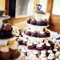 Cakes, Real Weddings, Wedding Style, Cupcakes, Northeast Real Weddings, Summer Weddings, Summer Real Weddings, Vintage Real Weddings, Vintage Weddings