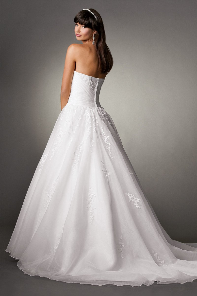 Wedding Dresses, Sweetheart Wedding Dresses, Ball Gown Wedding Dresses, Fashion, white, Flowers, Sweetheart, Strapless, Strapless Wedding Dresses, Beading, Floor, Formal, Country, Organza, Ballroom, Ruching, Ball gown, Reflections by jordan, historic site, Beaded Wedding Dresses, organza wedding dresses, Flower Wedding Dresses, Formal Wedding Dresses, Floor Wedding Dresses