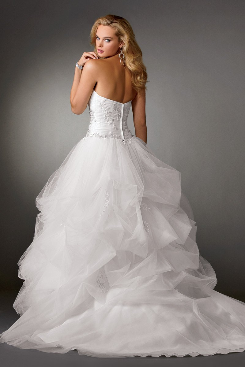 Wedding Dresses, Ball Gown Wedding Dresses, Fashion, white, Winter, Strapless, Strapless Wedding Dresses, Beading, Tulle, Floor, Formal, Ballroom, Pick-ups, Ruching, Ball gown, Reflections by jordan, historic site, modern space, Beaded Wedding Dresses, tulle wedding dresses, winter wedding dresses, Formal Wedding Dresses, Floor Wedding Dresses