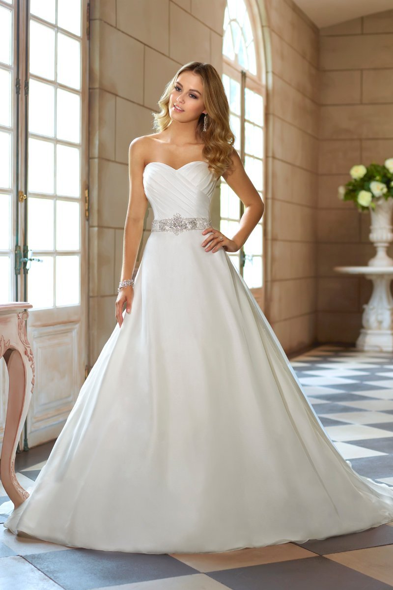 This soft organza designer wedding gown has a figure for Sweetheart neckline ruched bodice wedding dress