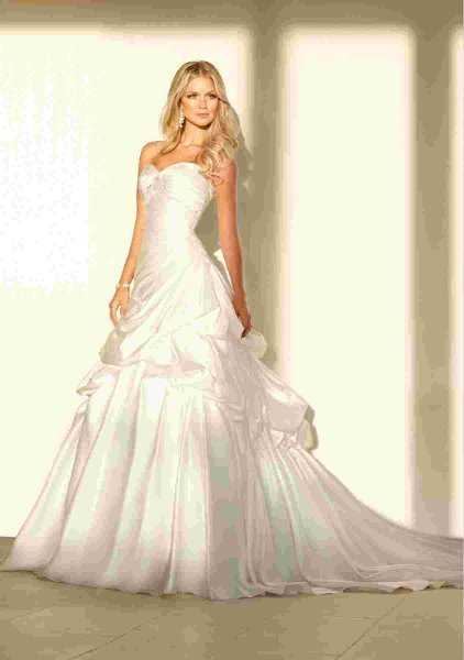 Wedding Dresses, Sweetheart Wedding Dresses, Ball Gown Wedding Dresses, Fashion, white, ivory, silver, Sweetheart, Strapless, Strapless Wedding Dresses, Beading, Satin, Pick-up, Pleats, Ruching, Ball gown, Beaded Wedding Dresses, Stella York, satin wedding dresses