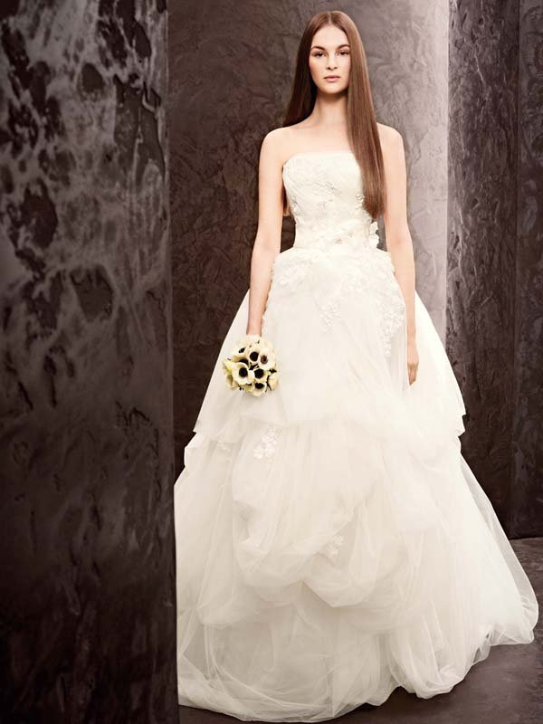 Wedding Dresses, Ball Gown Wedding Dresses, Romantic Wedding Dresses, Fashion, ivory, Spring, Modern, Classic, Vera wang, Romantic, Strapless, Strapless Wedding Dresses, Tulle, Floor, Natural, Taffeta, Sleeveless, Ball gown, White by vera wang, Modern Wedding Dresses, taffeta wedding dresses, Spring Wedding Dresses, Classic Wedding Dresses, tulle wedding dresses, Floor Wedding Dresses