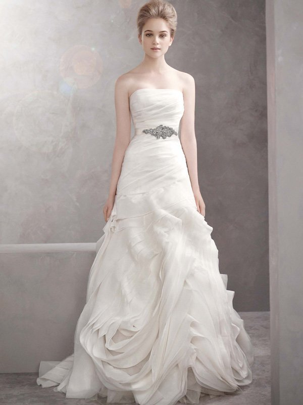 Wedding Dresses, Ball Gown Wedding Dresses, Romantic Wedding Dresses, Fashion, white, ivory, Spring, Modern, Classic, Vera wang, Romantic, Strapless, Strapless Wedding Dresses, Sash, Belt, Floor, Organza, Dropped, Sleeveless, Ball gown, White by vera wang, Modern Wedding Dresses, organza wedding dresses, Spring Wedding Dresses, Classic Wedding Dresses, Floor Wedding Dresses