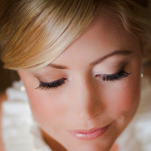 1376410781 photo preview 1376410082 content false eyelashes lead