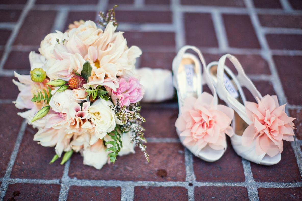 Flowers & Decor, Real Weddings, Wedding Style, pink, Bride Bouquets, Summer Weddings, West Coast Real Weddings, Garden Real Weddings, Summer Real Weddings, Garden Weddings, Garden Wedding Flowers & Decor, Summer Wedding Flowers & Decor