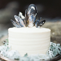 1378344944_thumb_photo_preview_simple-white-wedding-cake-black-blue-mussel-shell-topper1