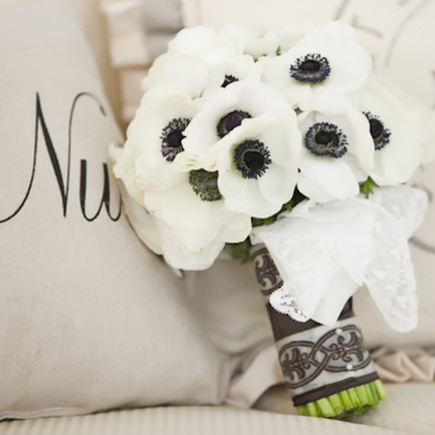 1386122188_photo_slider_1386017861_1386017997_content_black-anemone-bouquet