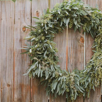 DIY: Seeded Eucalyptus Wreath