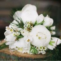 White and Green Winter Bouquet