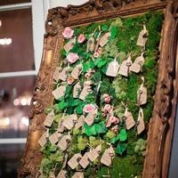 Moss Escort Card Display
