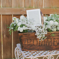 DIY: White Mum Centerpiece