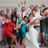 8 Ways to Show Off School Spirit at Your Wedding