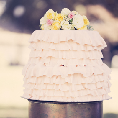 1394241379_photo_slider_ruffled-wedding-cakes-1
