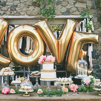 5 Jaw-Dropping Wedding Cake Displays